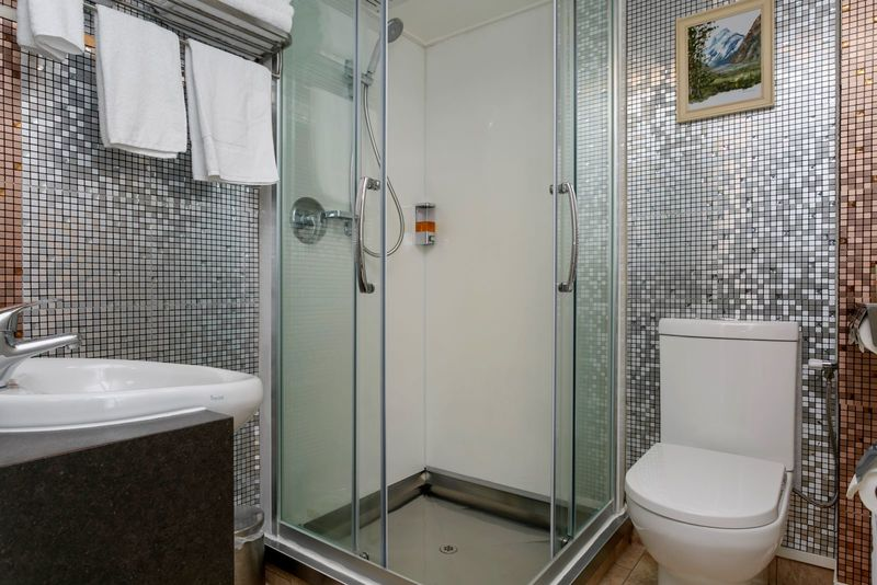 Two Bedroom Superking and Single Suite with Thermal Pool Ground Floor